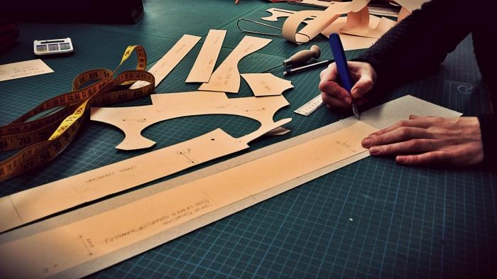 Amending the patterns for the Maxi Karolina Handbag by hand.