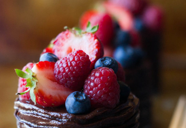 anya-sushko-blog-berry-collection-the-kitchen-maccabe-chocolate-cake